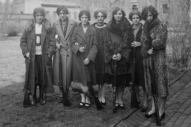 girls and guns, circa 1920 (www.collectorsweekly.com)