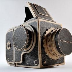 25 Camera-Inspired Crafts, like making a camera strap cover, splash-proof camera bag and pinhole Hassleblad from cardboard (via Craftzine).