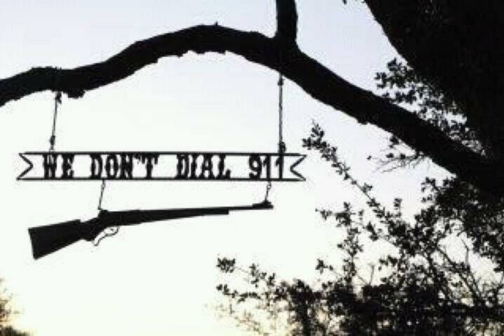 I love this!!Guns, Stuff, Welcome Signs, The Farms, Funny, Front Doors, Front Yards, Dial 911, Country
