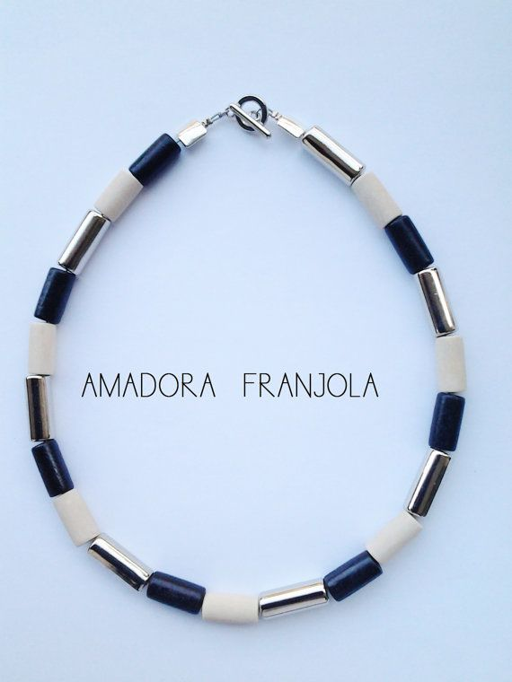 Elegante collar de madera y piezas cromadas por AmadoraFranjola, $24.00