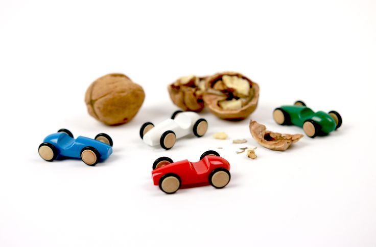 Macchinine perfettamente sagomate, lisce al tatto e con ruote che girano!  http://www.milaniwood.com/products/99-mini-wood-racer-bianca-macchinine-in-legno-milaniwood.aspx