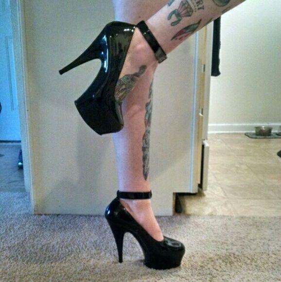 Pleaser Platforms Gloss Black Platform Heel With Ankle Strap. Only Worn Once. Pleaser Shoes Platforms