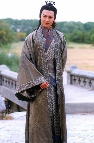 I'm not sure if this is period. Looks passable. Somewhat nice example of how the hanfu wraps around an idividual.