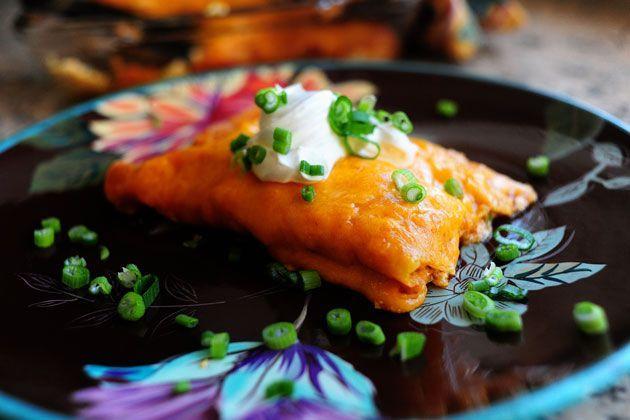 Sour Cream Enchiladas Recipe In 2020 Sour Cream Enchiladas Enchilada Recipes Sour Cream Noodle Bake