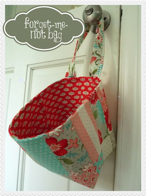 Forget me not Bag Sewing TUTORIAL  Great to hang on door to put lists, mail etc. Judt grab on the way out.