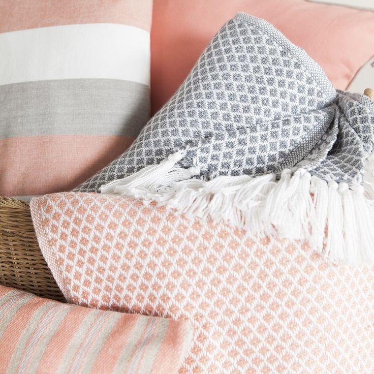 die besten 25 koralle farbe ideen auf pinterest korallenhochzeit dekorationen korallen und. Black Bedroom Furniture Sets. Home Design Ideas