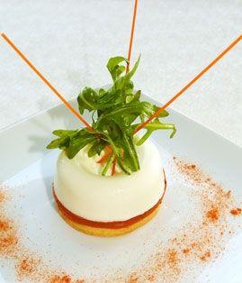 Panna Cotta sur lit de tomate et biscuit parmesan