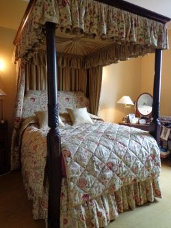13 best williamsburg decor images on pinterest 3 4 beds canopy beds and four poster beds - Four poster bed curtains ...