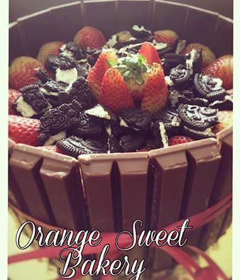 Kitkat strawbwrry and oreo's cake