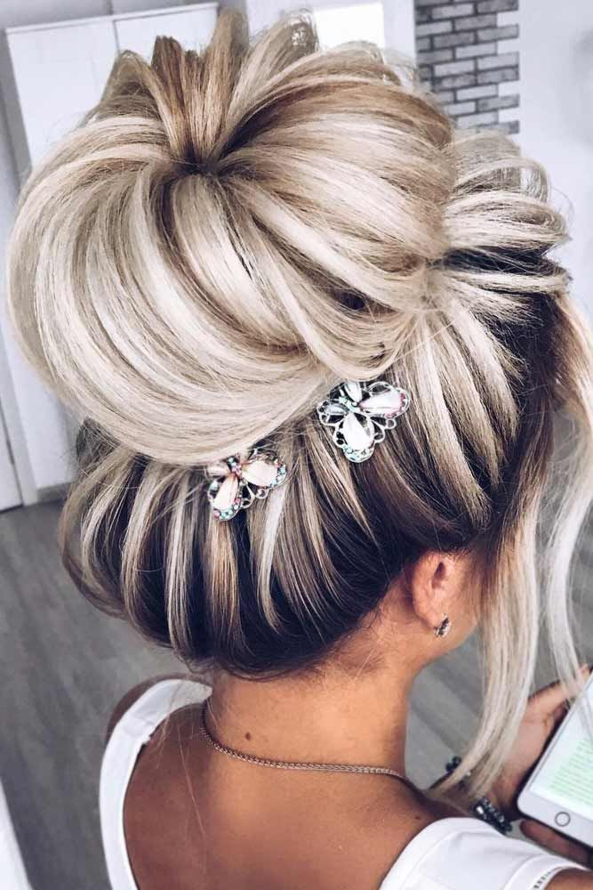 39 Totally Trendy Prom Hairstyles For 2020 To Look Gorgeous Hair Styles Medium Hair Styles Bun Hairstyles