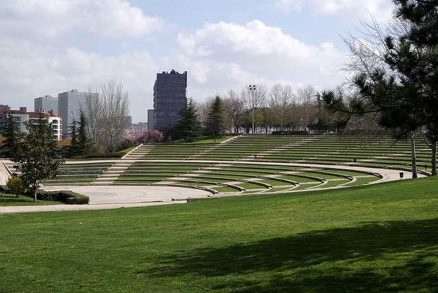 """""""Parque Tierno Galvan"""" by Viviendo Madrid. Y a la vuelta de @Hostal Conchita, un pequeño pulmón verde en Legazpi"""