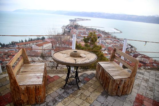 """Türkiye'nin en büyük dördüncü gölünden adını alan ve eşsiz doğa manzarası, plajları, adaları ve kamp alanlarıyla ilgi çeken Eğirdir, kazandığı """"sakin şehir"""" unvanıyla turist sayısını artırmayı hedefliyor."""