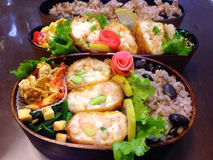 マダム とんちんさんの今日の二人のお弁当ははんぺんで海老カツ #snapdish #foodstagram #instafood #food #homemade #cooking #japanesefood #japanesebento #bento #lunch #wappa #wappabento #料理 #手料理 #ごはん #おうちごはん #テーブルコーディネート #器 #お洒落 #ていねいな暮らし #暮らし #ランチ #お弁当 #おべんとう #手作り弁当 #豆ごはん #わっぱ弁当 https://snapdish.co/d/i0G01a