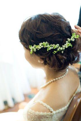 ラプンツェル風も!「花をまとう」お花を使った花嫁のヘアスタイルとドレスアレンジ・アクセサリー。 - NAVER まとめ