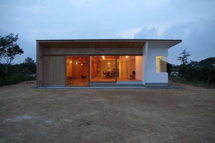 日名内村の家: dygsaが手掛けたモダン家です。