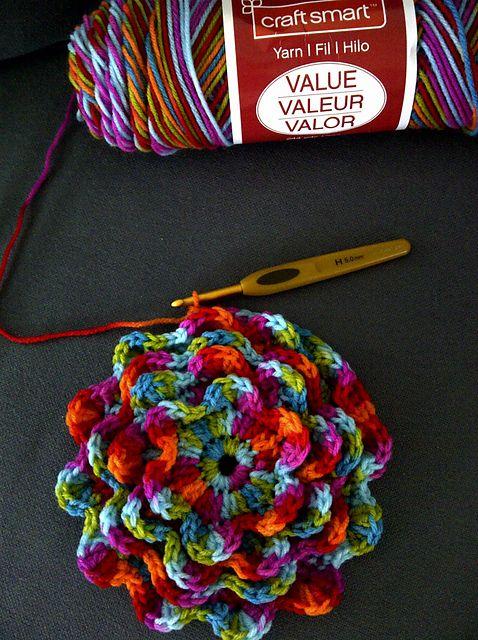 Make It: Blooming Flower Cushion - Free Pattern #free #crochet #ravelry