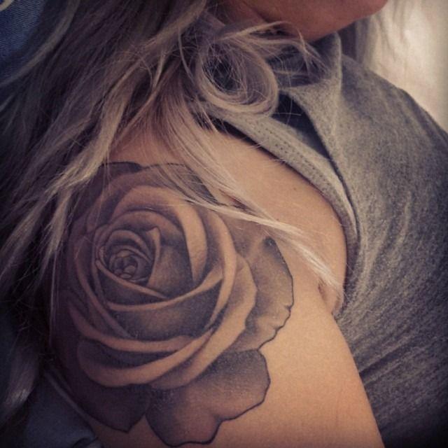 best 25 rose shoulder tattoos ideas on pinterest flower shoulder tattoos shoulder tattoo and. Black Bedroom Furniture Sets. Home Design Ideas