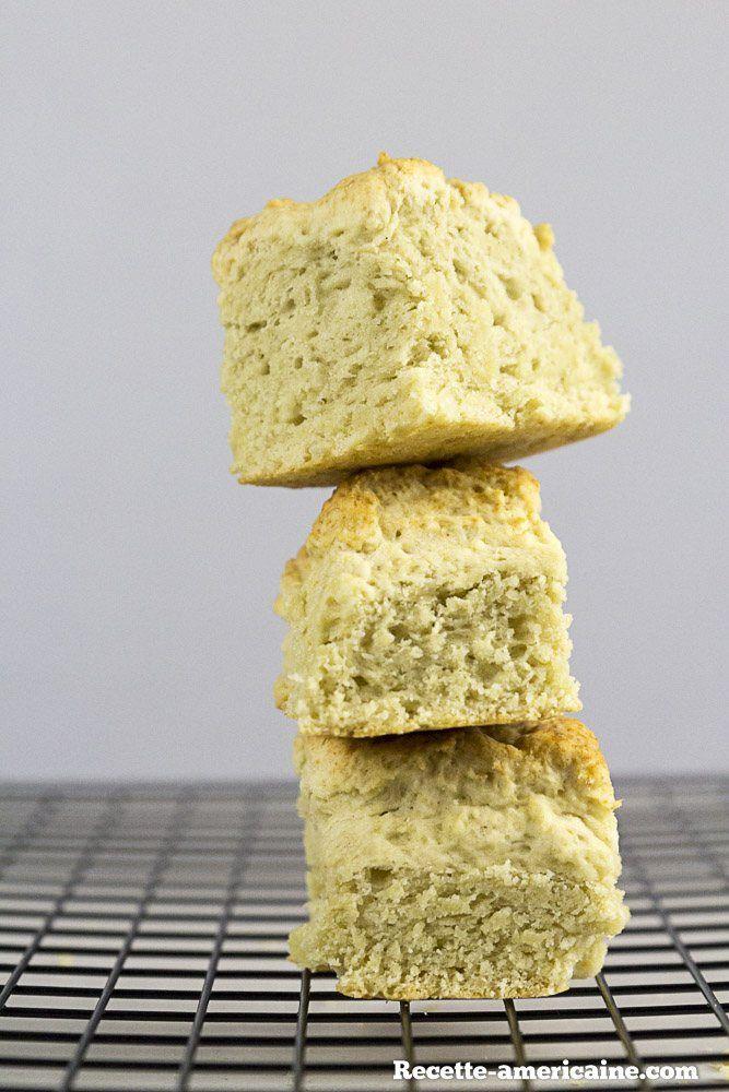 Une pile de biscuits de buttermilk