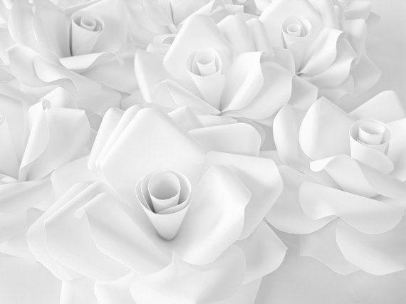 Conjunto de 3 rosas de papel gigantes, flores de papel blanco, decoración de la boda de primavera, floración de flores blancas, flor grande, rosas Extra grandes de papel, cartulina