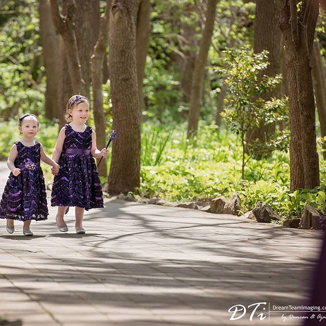 Gorgeous #flowergirls with our #buttonwands 😍 @dreamteamimaging