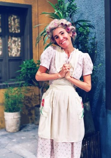 This is Doña Florinda. See roller option in her hair.