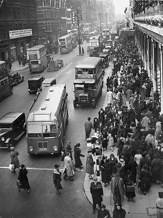 London, Oxford Street, 8th December 1936 • Crowds of Christmas shoppers