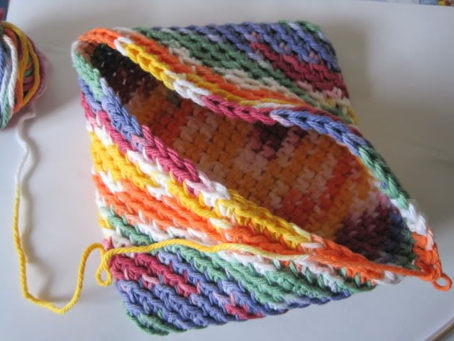 Beans Bags & Bottoms: Crochet Potholder.... so that's how you make the one piece two layer potholder...
