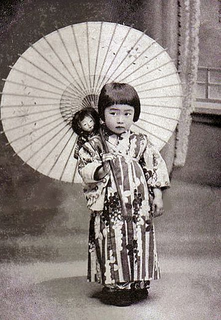 little girl with a parasol 1920s Chibi-chan