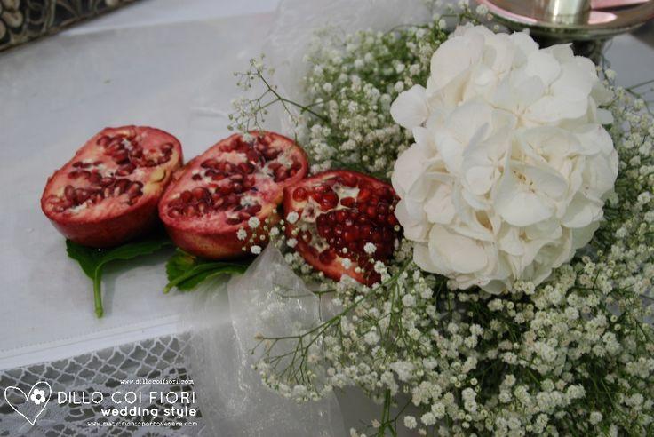 abbinamento di fiori con melograno