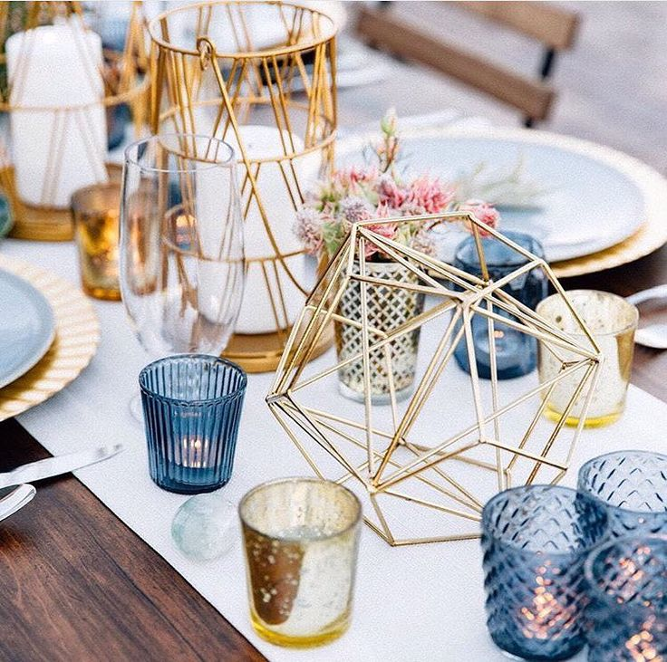 These geometric centerpieces are PERFECT for a glam modern affair!  #theknot : @tashabradyphoto | Planning: @holcombweddingsandevents | Coordinator: #theamburgeys | Florals: @bloomandblueprint | Rentals: @tremaineranch via @angela4design