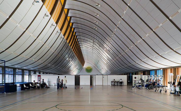 Sarah Brasilia Lago Norte, ginásio de fisioterapia. Lelé é conhecido como um dos mais importantes arquitetos brasileiros da atualidade por conta de sua especialidade em tecnologia da construção