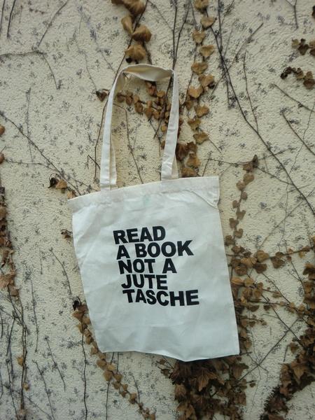 Read a book not a Jutetasche von ilovemixtapes