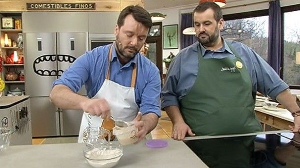 Vídeo: Receta de masa madre natural de centeno con Iban Yarza. Vídeo de Robin Food. David e Iban Yarza nos enseñan a preparar 'Masa madre natural de...