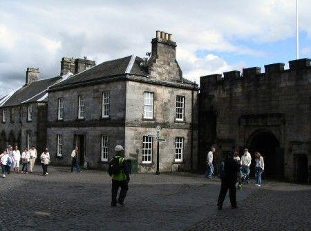 Patio de la entrada al Castillo de Stirling en las Lowlands de Escocia