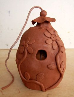 Use a balloon and clay to make a birdhouse for Earth Day. Kid friendly project. :) call for self hardening clay but...