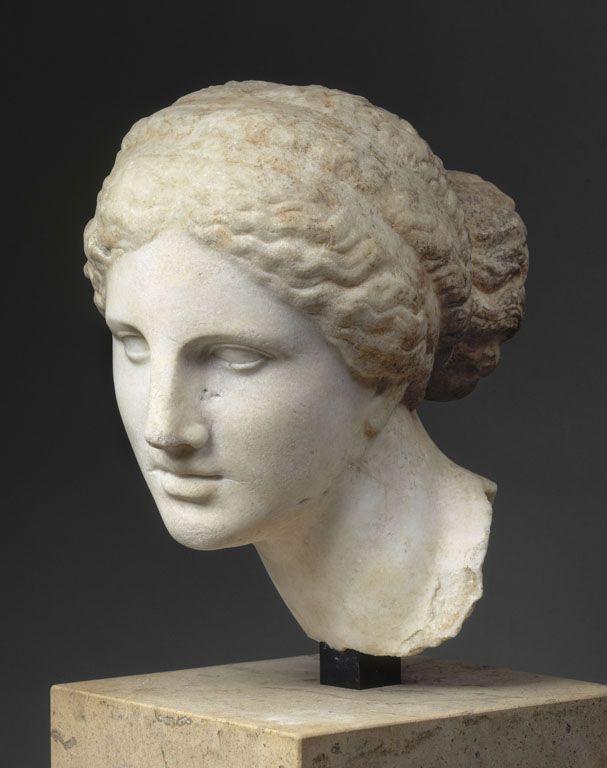 """TDO 5 - Tête féminine du type de """"l'Aphrodite de Cnide'' dite """"Tête Kaufmann'' Vers 150 avant J.-C. Tralles (Turquie actuelle) Marbre d'Asie Mineure ? H. : 35 cm. Conservation: MdL, Sully, Rdc, Salle 15. Fiche Louvre: http://www.louvre.fr/oeuvre-notices/tete-feminine-du-type-de-l-aphrodite-de-cnide?sous_dept=1"""