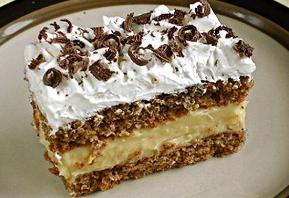 Plnkový koláčik: Piškótové cesto, báječný orechovo-vanilkový krém a na vrch šľahačka. Všetky maškrtné jazýčky si prídu na svoje! - Báječná vareška