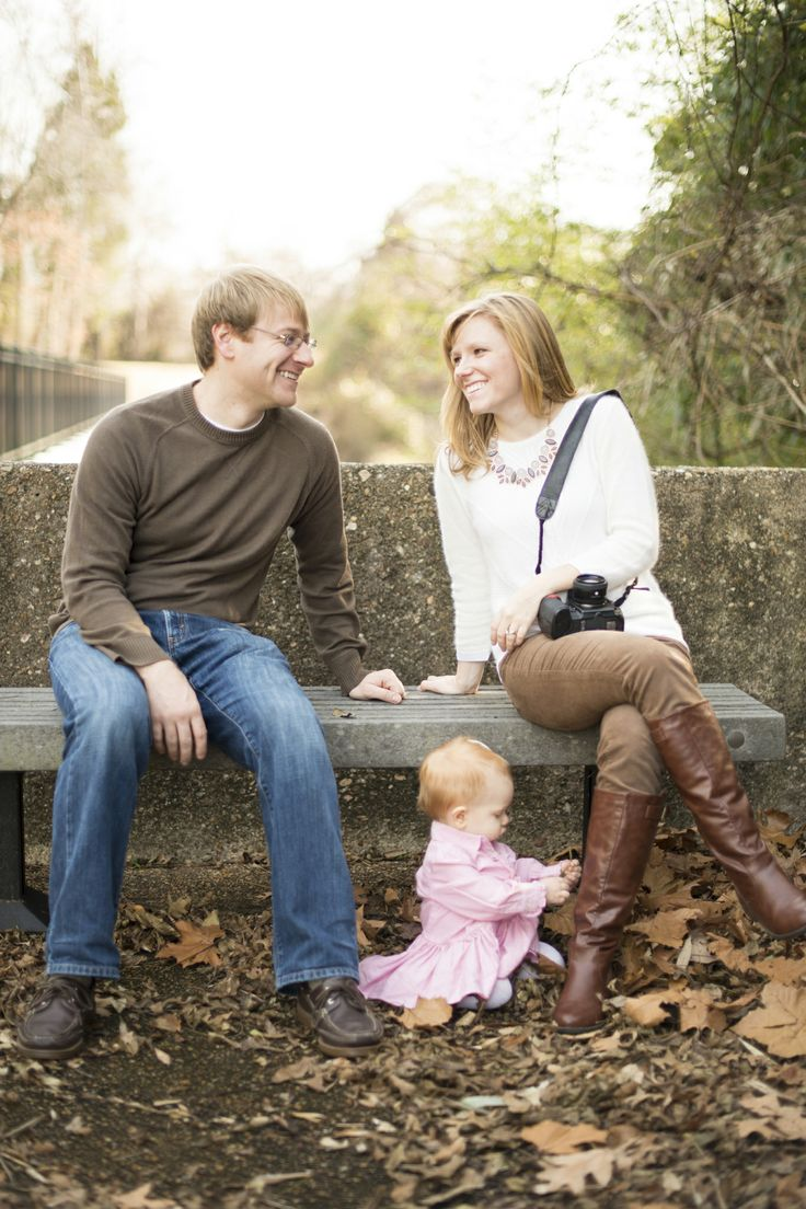 Family portrait session with baby in Yorktown Beach, Virginia | www.mariagracephoto.com