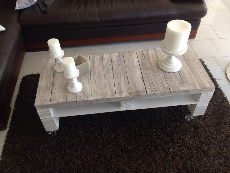 Table de salon fait en palette patine blanche et gris taupe sur roulette disi -> Table Salon Roulette