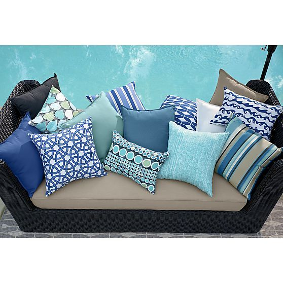 Attractive Best 25+ Outdoor Pillow Ideas On Pinterest | Deck Privacy Screens, Privacy  Fence Deck And White Cushions