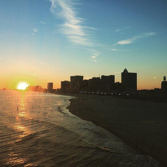 【yayanoopy】さんのInstagramをピンしています。 《I cannot say anything...ほっとする。 #weekend #trip  #resort #city #boardwalk #casino #sunset #ocean #beautiful #atlanticcity #newjersey #nj #usa #mfeo #週末 #旅行 #リゾート地 #ボードウォーク #カジノ #夕焼け #海 #綺麗 #アトランティックシティ #ニュージャージー #アメリカ #自然の美しさに勝るものはない #ぽぴぽぴ》