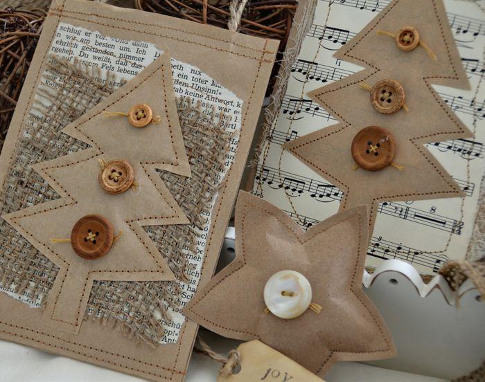 Разные варианты сочетания крафтовой и нотной (а также газетной) бумаги…упаковка новогоднего подарка