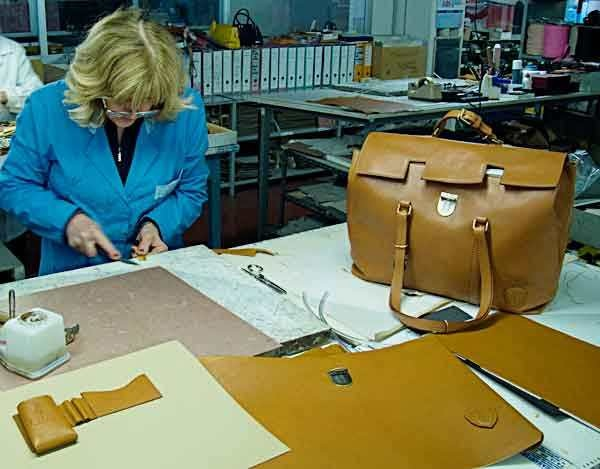 customized Italian leather handbags are what we do best at Pierotucci.    http://www.pierotucci.com/