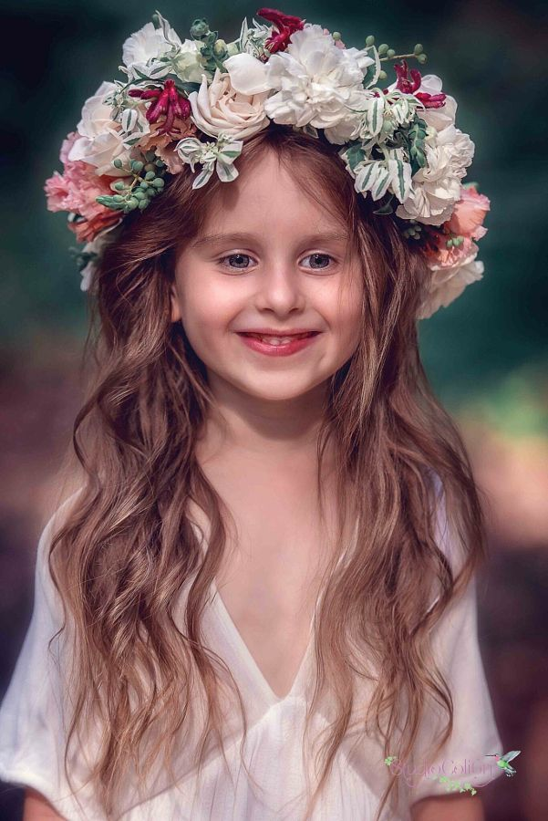 Flower crown for little girl #inspiration  Photography Studio Colibri ,Australia Www.facebook.com/studiocolibri Www.studiocolibri.com.au Flower crown www.gentleflowers.com.au