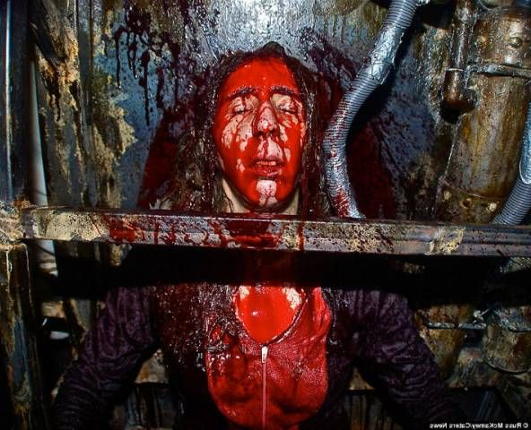 Самая страшная комната страха в мире (фото) Самая страшная комната страха в мире не знает равных в мире с самого своего открытия. Фабрика ночных кошмаров, именно так назвали аттракцион страха.  #комнатастраха