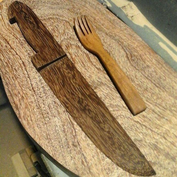 #garfo de #cumaru e #faca de #sucupira  #biodegradavel  #beleza #natural #wood #madeira #chefe #tabuasdecorte #gourmet #masterchef #cozinha #cheese #decor #design #art #consumajarina  #producao2016 #cozinha #house #casa #consumajarina #art #natural #organic #life #saude #yoga #vegan #danieljarina