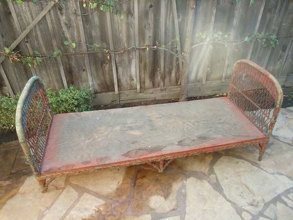 ANTIQUE 1900 S VICTORIAN WICKER DAY BED CHASE LOUNGE SOFA