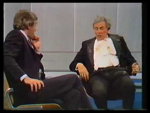 Sir Les Patterson (Barry Humphries) 1982. Pt. 1. - YouTube