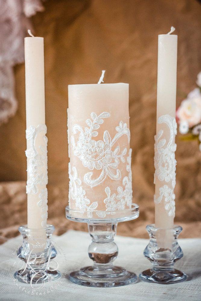 3pcs caramello & pizzo sposa candela nuziale, matrimonio rustico chic, idee sposa vintage chic, rustico, paese matrimonio, candle set unità dellannata,  ♥♥♥♥♥♥♥♥♥♥♥ABOUT QUESTO ITEM♥♥♥♥♥♥♥♥♥♥♥ ELEMENTO ♥THIS PER:  -2 coni alti -1 candela grande  Colore candele caramello Altezza di candela grande 5 pollici Altezza affusola - 9 pollici Materiale - paraffina  ♥USED materiale - vernice acrilica atossica, pizzo   TIME♥♥♥♥♥♥♥♥♥♥♥ ♥♥♥♥♥♥♥♥♥♥♥DELIVERY E PRODUZIONE per la fabbricazione del vostro…