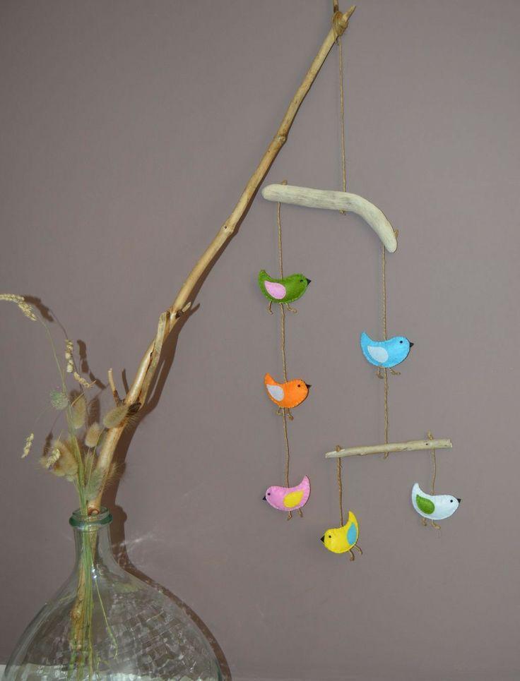 Mobile d'oiseaux en feutrine multicolores, bois flotté et ficelle : Décoration pour enfants par zinzoline29